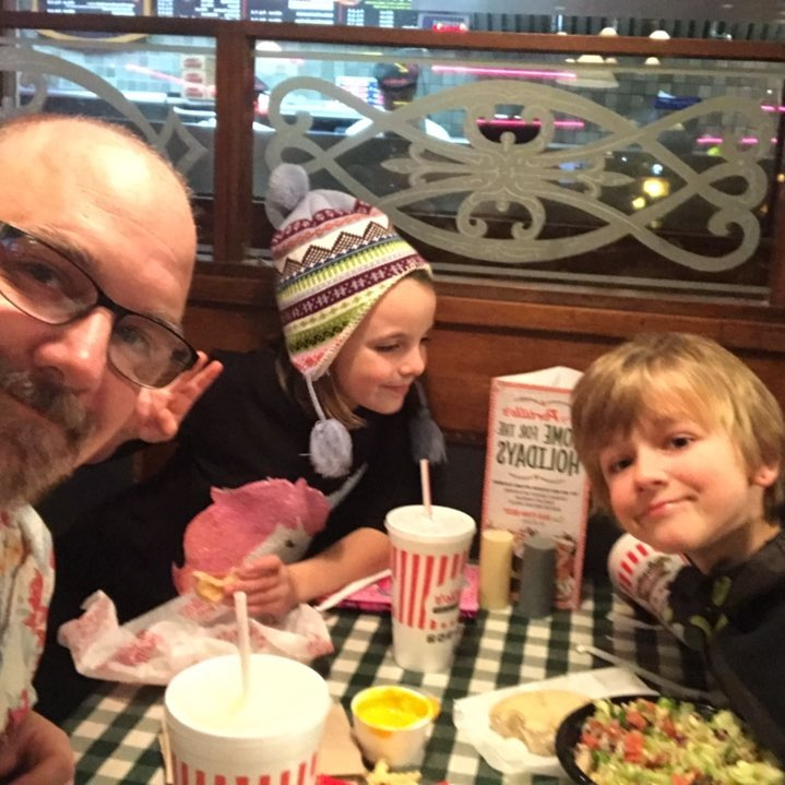 While @erickastengren is at the athletic facility, I'm taking the kids to #portillos  #parentingwin #StayingInShape #roundisashape